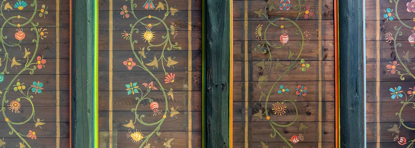 Holzdecke mit Bauernmalerein in der Praxis für Mediation und Emotionsfokussierte Paartherapie in Lübeck