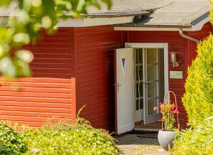 Eingang zur Praxis im Grünen für Familienmediation und Emotionsfokussierte Paartherapie (EFT) in Lübeck